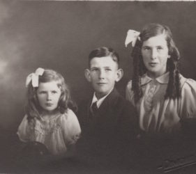 Eileen, Peter & Clare Abbott